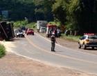 Motorista de caminhão perde controle e tomba veículo na RS-030 em Santo Antônio da Patrulha