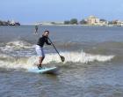 """Fenômeno: onda da """"pororoca"""" do Rio Tramandaí vira atração"""