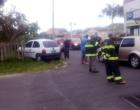 Carro quebra cerca e invade pátio de residência após colisão em Osório