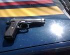 PRF prende passageiro de ônibus por porte ilegal de arma de fogo de uso restrito na Freeway