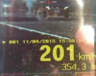 Veículo é flagrado a mais de 200 km/h na freeway