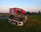 Veículo capota após colisão em Mostardas