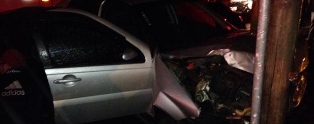 Criminosos fogem após colidir carro furtado em Osório