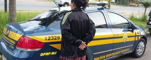 PRF prende condenada por tráfico de drogas em ônibus na Freeway