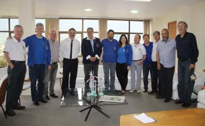 Prefeito com o governador e integrantes do Rotary