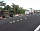 Homem morre após capotamento na freeway