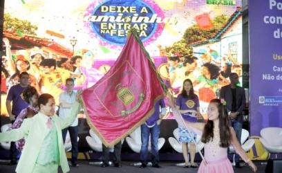 """""""Deixe a Camisinha Entrar na Festa"""" é o slogan da campanha lançada nesta quinta-feira na quadra da Mangueira. A  campanha  tem  foco  na  prevenção  de  doenças  sexualmente  transmissíveis        Tânia  Rêgo/Agência  Brasil"""
