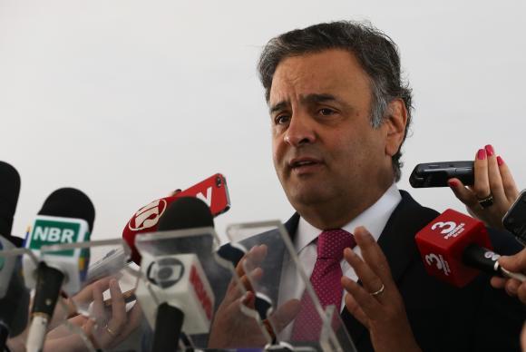 Senador Aécio Neves fala à imprensa após encontro com o presidente interino Michel Temer no Palácio do PlanaltoJosé Cruz/Agência Brasil