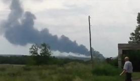 Avião da Malaysia Airlines cai na Ucrânia, perto da fronteira com a RússiaReprodução/TV