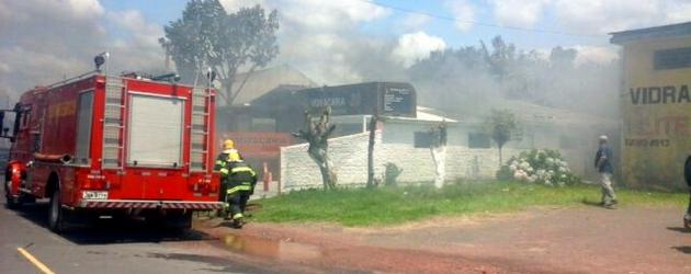 Bombeiros controlam incêndio em vidraçaria de Osório