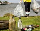 Todos Pela Lagoa Viva retira mais de 3 toneladas de resíduos da lagoa do Armazém