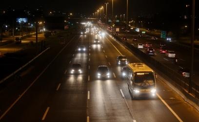 PORTO ALEGRE, RS, BRASIL, 20-04-2016: Trânsito na Avenida da Legalidade e da Democracia à noite. Foto: Leandro Osório/ Especial Palácio Piratini