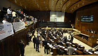 Projeto de lei 246/2016 autoriza as extinções da FZB, Cientec, FEE, FDRH, TVE e Metroplan - Foto: Vinicius Reis/Agência ALRS