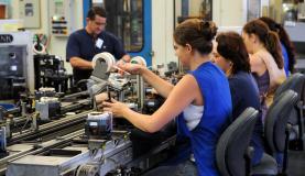 Entre as mulheres, 70% estão fora do mercado de trabalho e dedicam-se aos afazeres domésticos e familiares  Arquivo / Agência Brasil