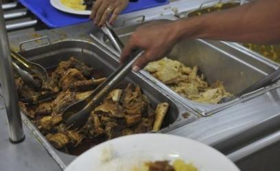 Segundo a Organização Mundial da Saúde, a maioria dos adultos consome mais do que a quantidade máxima recomendada de sal por dia Arquivo/Agência Brasil