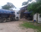 Motorista de caminhão limpa fossa é autuado por crime ambiental em Imbé