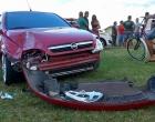 Roda se solta de caminhão e atinge três carros em Osório