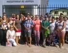 Manifestantes protestam contra resultados do processo seletivo em Capão da Canoa