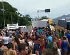 Manifestantes pedem por segurança e bloqueiam BR-101
