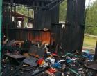 Família que teve a casa incendiada por bandidos precisa de ajuda