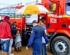 Bombeiros de Tramandaí distribuem cestos básicos e muito chocolate para a criançada