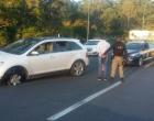 Motorista bêbado é flagrado dirigindo com roda arrebentada na Freeway