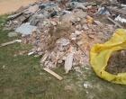 Acúmulo de lixo e entulho são flagrados por internauta em cemitério de Tramandaí