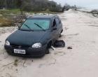 Veículo furtado em Osório é encontrado depenado
