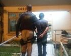 PRF prende foragido que fumou maconha dentro de ônibus em Osório