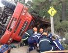 Caminhoneiro fica preso às ferragens após acidente em Tramandaí