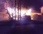 Casa onde ocorreu chacina é consumida pelo fogo em Tramandaí