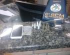 Criminosos em carro roubado são perseguidos e presos em Balneário Pinhal