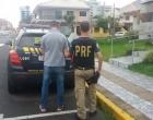 Homem procurado por assalto a joalheria é preso após ser flagrado em alta velocidade com veículo em Osório