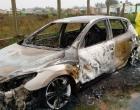 Homem encontrado dentro de carro queimado no Litoral foi vítima de latrocínio, diz Polícia Civil