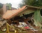 Casa é atingida por deslizamento de terra em Santo Antônio da Patrulha