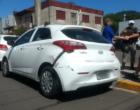 Caminhão atinge carro estacionado no centro de Osório