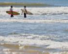 Homem que se afogava no mar é resgatado por surfistas