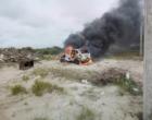 Criminosos incendeiam veículo com corpo dentro em Imbé