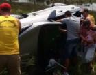 Estrada do Mar: Guarda vidas salvam mãe e bebê, após o veículo em que estavam colidir em poste de alta tensão