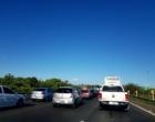 Capotamento causa congestionamento na Estrada do Mar em Osório