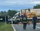 Um morre e cinco ficam feridos em acidente entre caminhões e um carro na ERS-040