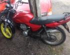 Homem sem CNH é flagrado em moto com mais de 60 mil reais em multas