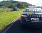 Caminhão tomba na BR-101 e deixa homem gravemente ferido