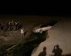 Assaltantes em fuga atolam veículo na areia da praia durante perseguição em Capão da Canoa