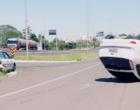 Veículo capota após colisão em Osório