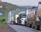 Caminhoneiros protestam no Litoral contra aumento no preço do diesel