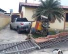 Criminoso derruba muro de residência ao tentar furtar veículo em Tavares