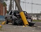 Motorista fica ferido ao colidir veículo em poste em Osório
