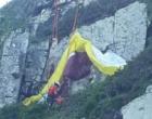 Bombeiros resgatam homem após acidente de paraglider em Torres