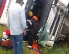 Caminhão tomba na BR-101 em Osório